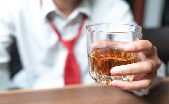 تاثیر نوشیدن الکل بر جراحی بینی